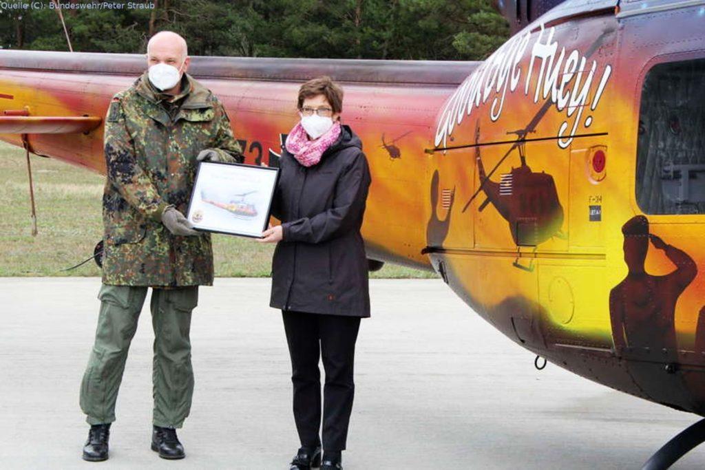 Im Beisein von Verteidigungsministerin Annegret Kramp-Karrenbauer wurde das letzte der drei SAR-Kommandos auf den neuen hochmodernen Nachfolger umgestellt.