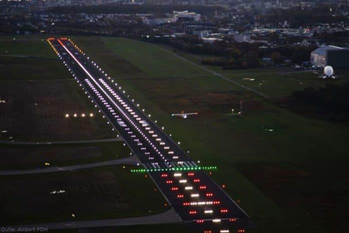Flughafen Friedrichshafen, Runway bei Nacht