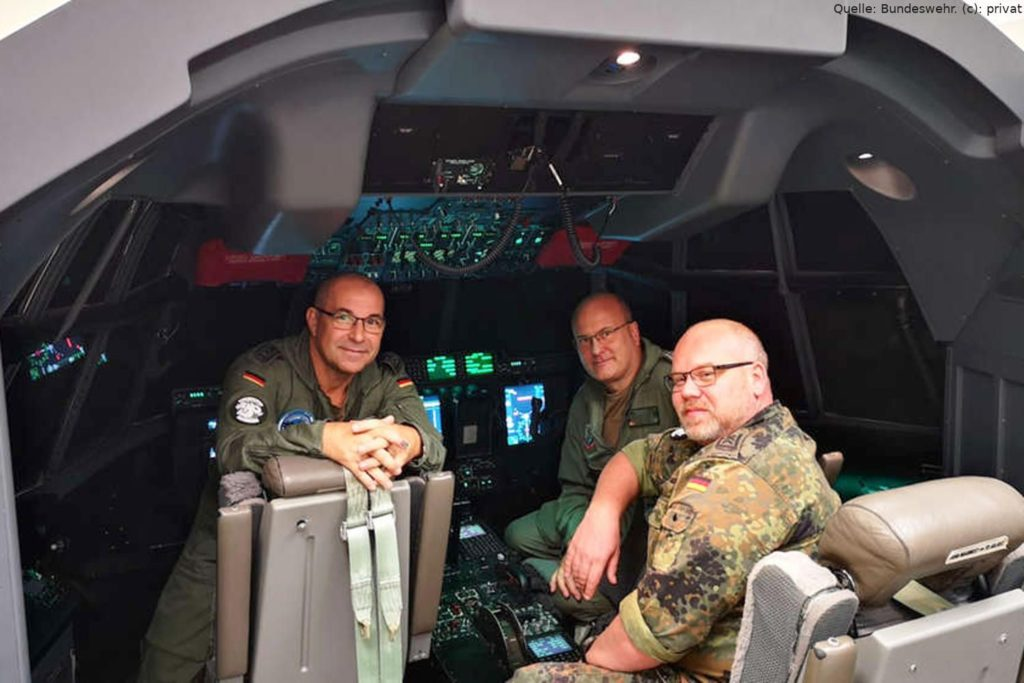 C-130J Hercules mit Besatzung und Mechaniker