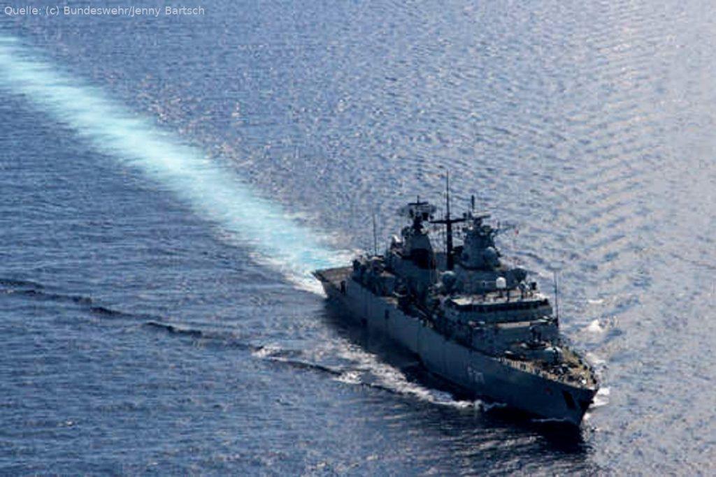 """Fregatte """"Bayern"""" bei der Operation Atalanta im Jahr 2015"""