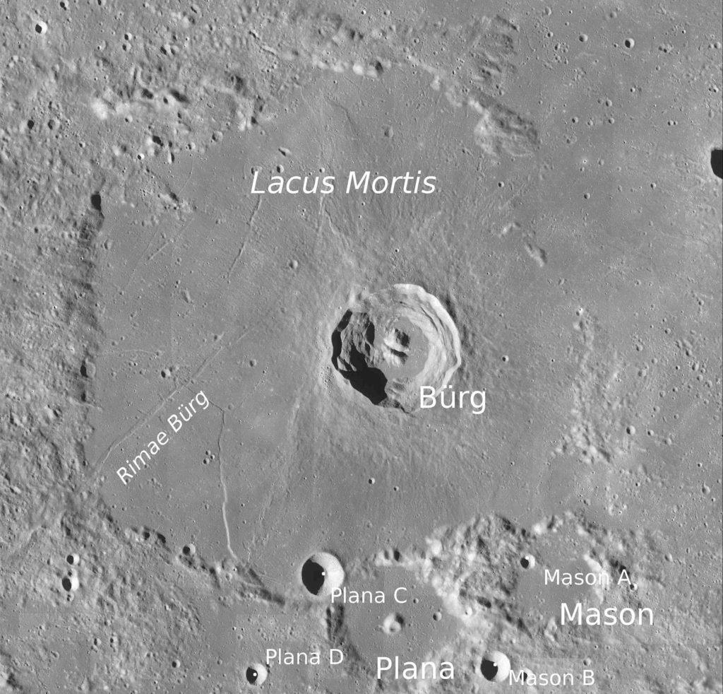 """Lacus Mortis auf dem Mond: Der Lacus Mortis (lateinisch für """"See des Todes"""") befindet sich im Nordosten der Mondvorderseite. Hier soll der Peregrine-Lander von Astrobotic landen."""