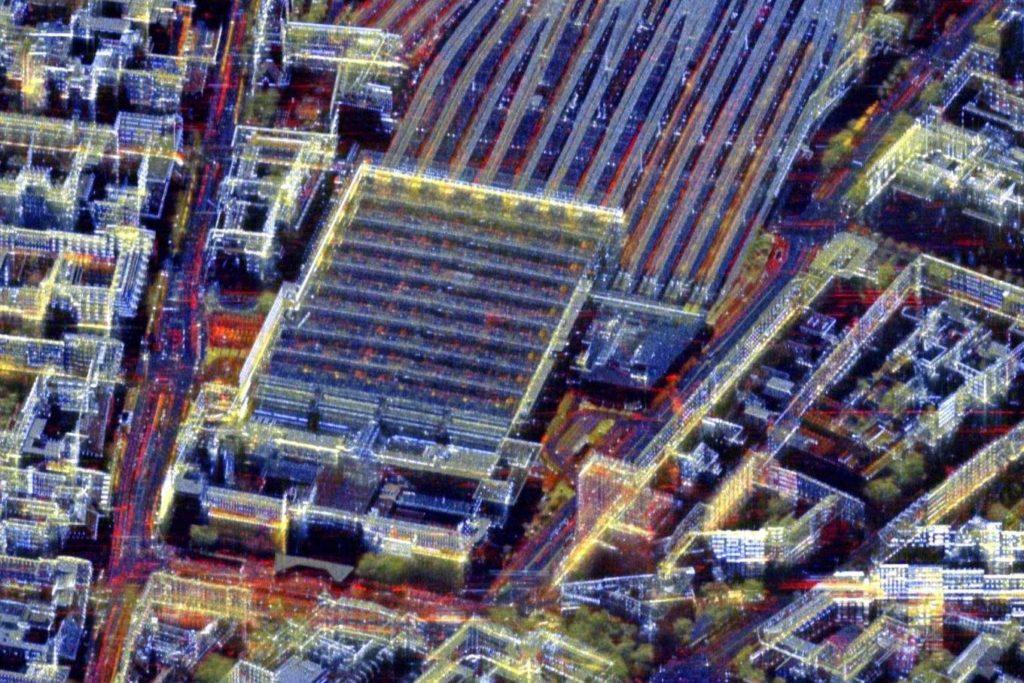 Veränderungen am Hauptbahnhof in München: Der Hauptbahnhof ist ein stark frequentierter Ort - im Vergleich zu den statischen Strukturen in Blau werden die durch Züge belegten Gleise und das Verkehrsaufkommen in Rot klar hervorgehoben.
