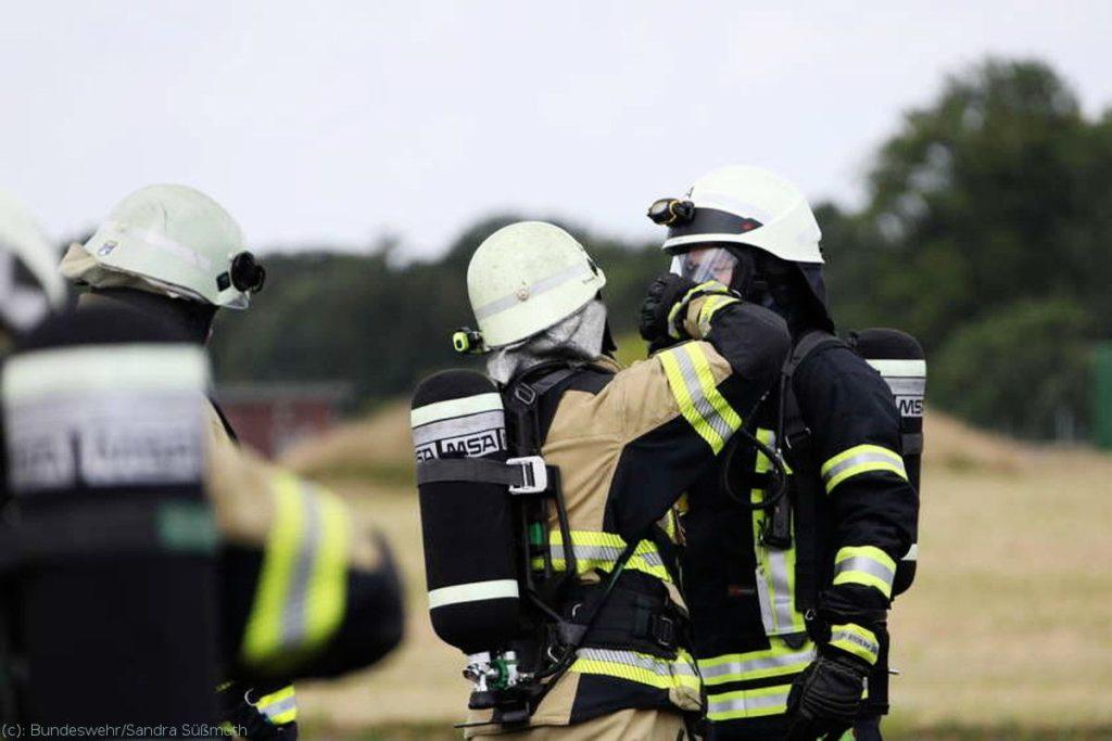 Militärische Brandschützer der Luftwaffe und des Bundesheeres im Training